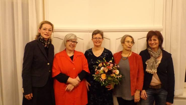 von links nach rechts: Ulrike Gläser (Ehrenmitglied), Patrizia Bertschi (Präsidentin Netzwerk Asyl Aargau), Eva Marti (Präsidentin Gemeinnütziger Frauenverein Baden), Catherine Courvoisier (Ehrenmitglied), Doris Weber (ehem. Vorstandsfrau)