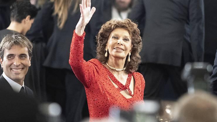 """Sophia Loren hat am Sonntag den Europäischen Kulturpreis """"Taurus"""" für ihr Lebenswerk erhalten. Ihr Sohn, der Dirigent Carlo Ponti jr. (l), pries seine Mutter in seiner Laudatio nicht nur als Künstlerin, sondern als äusserst soziale Frau."""