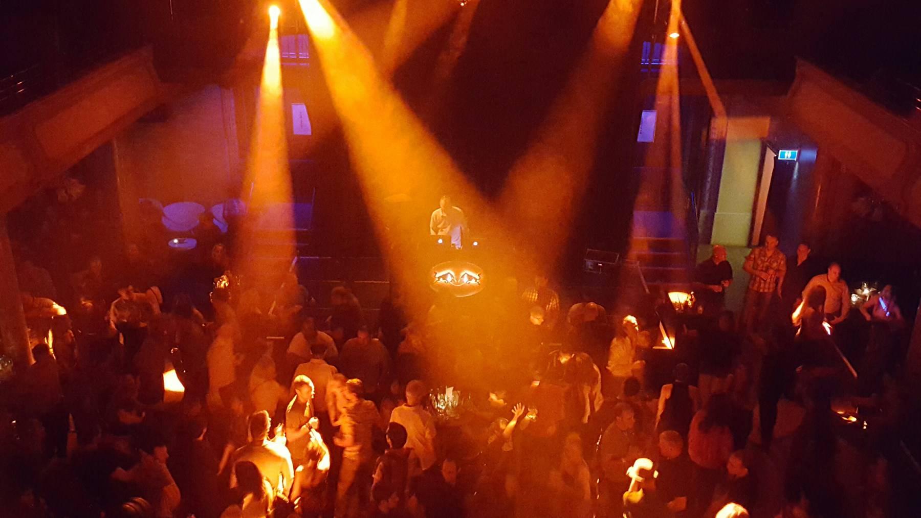 Ü30 – We Love The 90's -  Tanzen zu «Coco Jambo» und «Macarena»