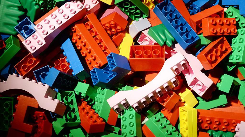 ARCHIV - Eine hohe Nachfrage und weniger Corona-Beschränkungen bescherten dem dänischen Lego-Konzern ein sattes Gewinnplus im ersten Halbjahr 2021. Foto: Jens Kalaene/ZB/dpa