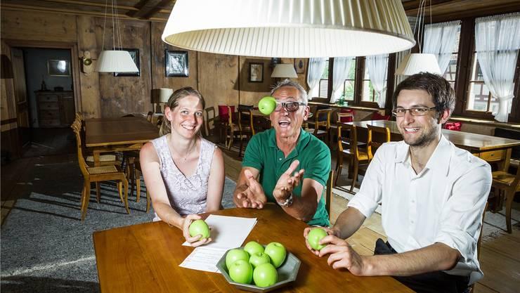 Die Programmverantwortlichen Muriel Gabathuler (von links), Patrice Gilly und Jonas Gassmann stellen das neue Programm vor. Chris Iseli