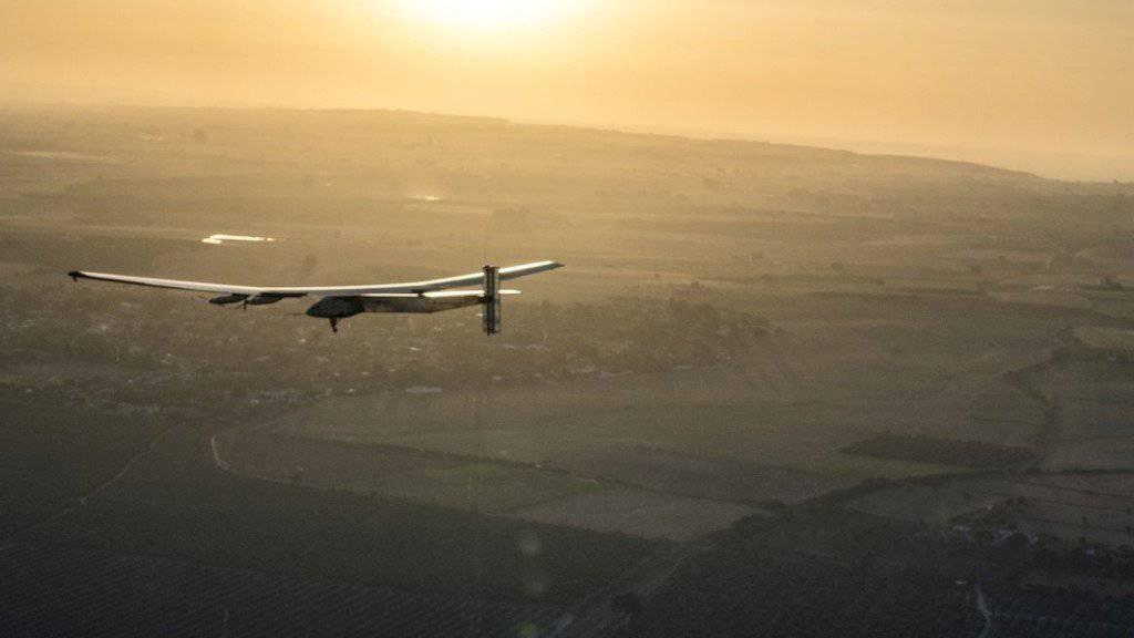 """Die """"Solar Impulse 2"""" landete am Donnerstagmorgen im südspanischen Sevilla. Zuvor überquerte Pilot Bertrand Piccard von New York aus den Atlantik."""