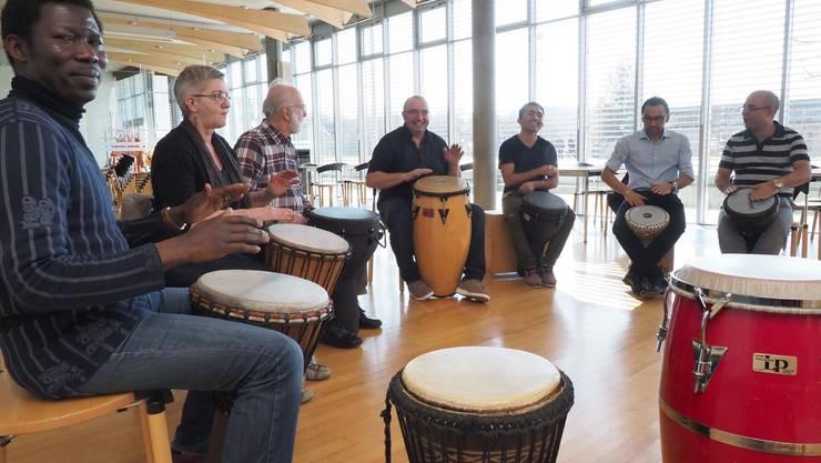 «Lasst Trommeln sprechen»: Percussion-Workshop in der Bibliothek.