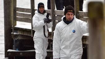 Polizei-Taucher bei der Arbeit in Gmunden am Traunsee.