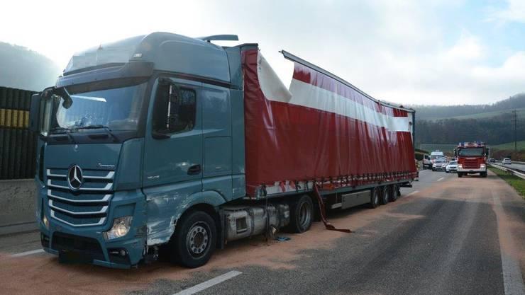Ein Lastwagen hat die rechte Wand des Oberburg-Tunnels gestreift.
