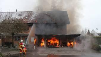 Reihenhaus in Hermetschwil steht in Flammen