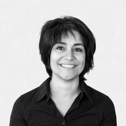 Nadia Omar, 1469 Stimmen, Kommunikation