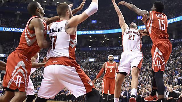 Capela mit einem weiteren NBA-Einsatz