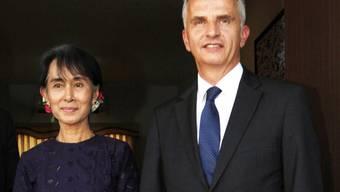 Bundesrat Burkhalter und Friedensnobelpreisträgerin Suu Kyi in Naypyidaw
