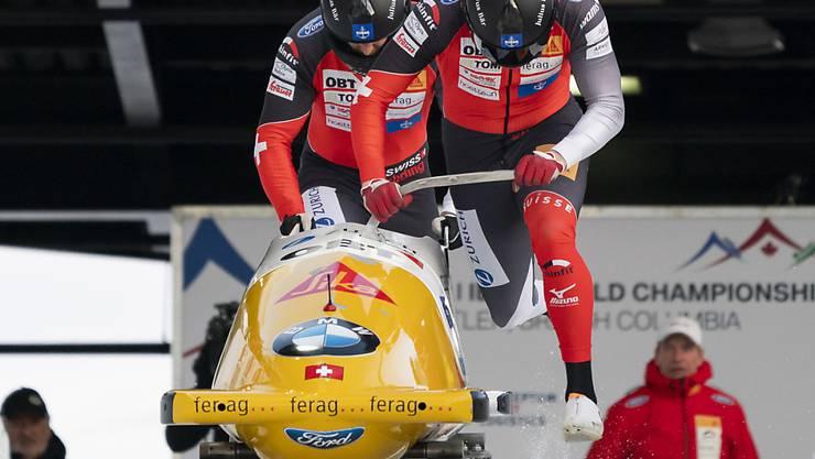 Michael Vogt und Sandro Michel stürzen sich im kanadischen Whistler in den Eiskanal