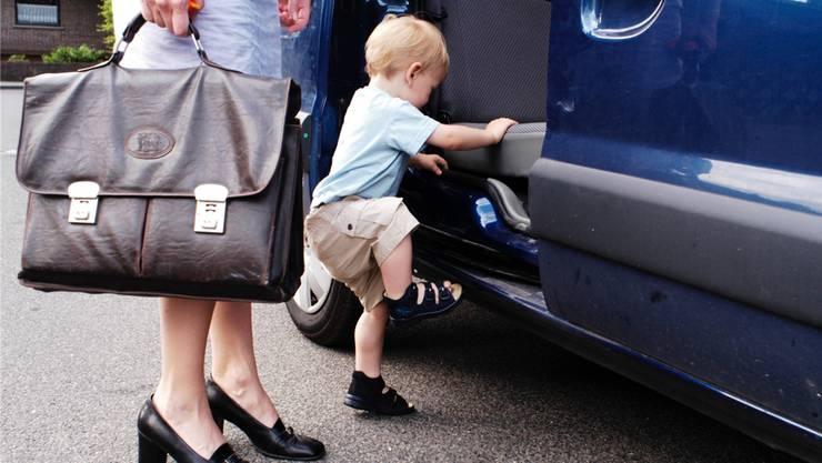 Damit die Kleinsten gerne in die Kita gehen, braucht es eine professionelle Betreuung. Stimmt diese nicht, erschwert es die Vereinbarkeit von Familie und Beruf.