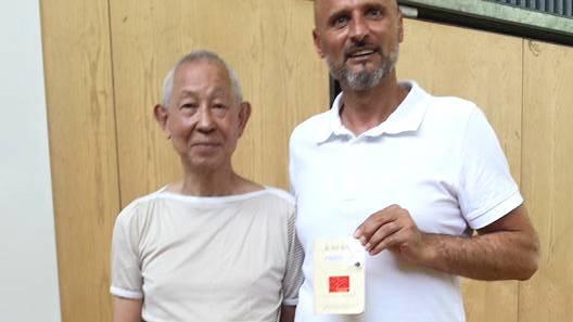 Kochi Sugimura, Chef-Instruktor der Japan Karate Association (JKA) in der Schweiz mit Ismet Duro von der Kampfsportschule Aarau
