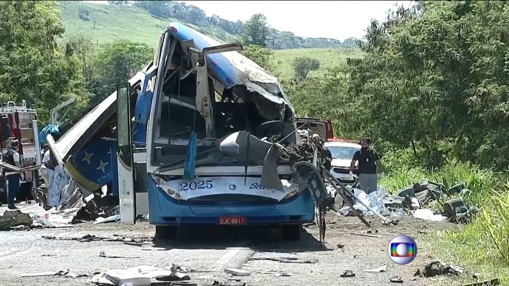 Busunglück fordert 40 Todesopfer
