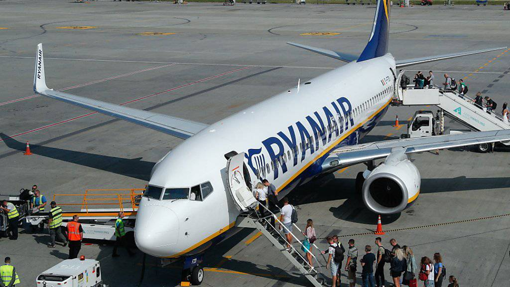 Störungen im Ferienverkehr: Die britischen Piloten der Billigfluggesellschaft Ryanair wollen in den kommenden Wochen Streiks für bessere Arbeitsbedingungen durchführen. (Symbolbild)