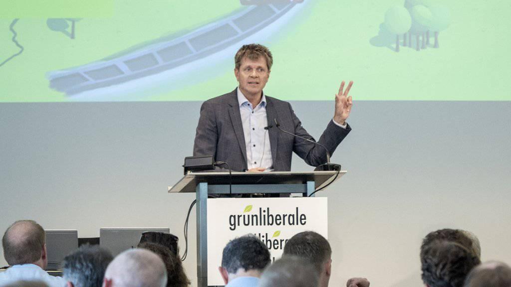 GLP-Parteipräsident Jürg Grossen schwört die Delegierten am Samstag in Rüschlikon ZH auf die neue Klimastrategie der Partei ein.