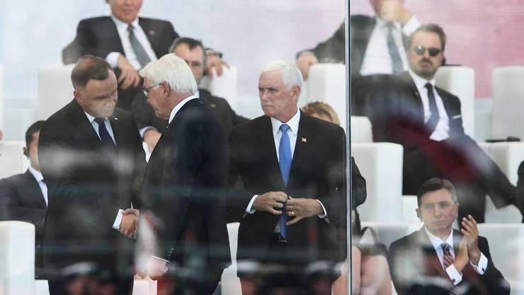 Polens Präsident Andrzej Duda empfängt den deutschen Bundespräsidenten Frank-Walter Steinmeier und US-Vize Mike Pence (v. l.)
