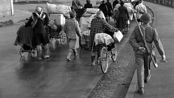 Die Schweiz gewährte im Zweiten Weltkrieg Tausenden von Flüchtlingen Asyl (im Bild die Grenze in Basel 1944). Doch viele wurden abgewiesen, darunter zahlreiche Juden. Keystone