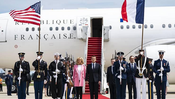Frankreichs Präsident Emmanuel Macron und Gattin Brigitte bei ihrer Ankunft in Washington