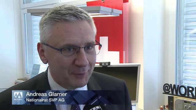 Andreas Glarner droht und hält Wort