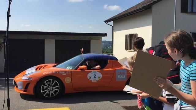 Dieses Elektroauto bringt alle Schüler zum Staunen