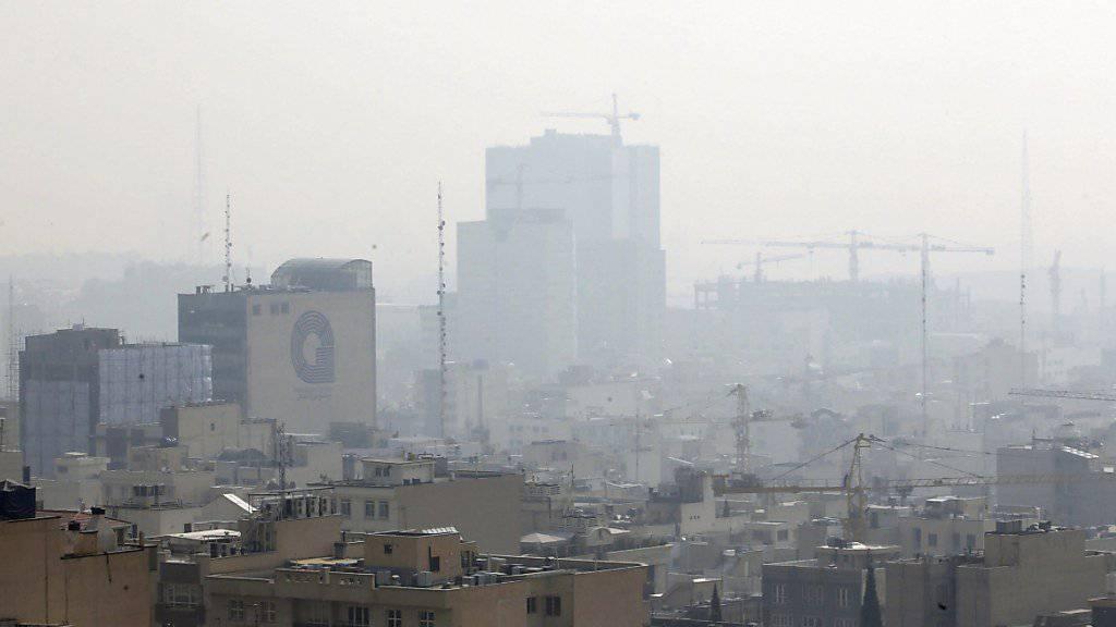 Smog in Teheran - die Schulen bleiben wegen der schlechten Luft geschlossen. (Archiv)