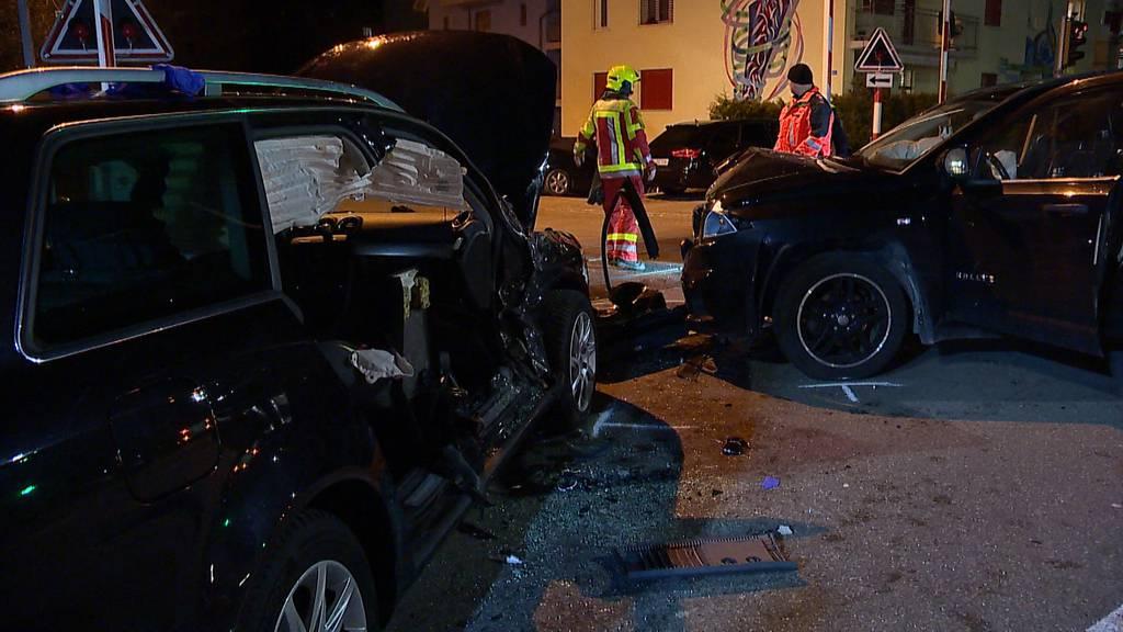 Unfall mit zwei Autos – drei Verletzte, darunter ein Kind