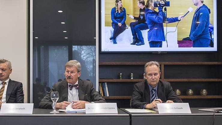 Verwaltungsratspräsident Hans Heinrich Coninx (Mitte), der CEO Markus Schwab (rechts) und der neue Leiter Content, Jann Jenatsch (links), informierten am 30. Oktober 2017 über die geplante Fusion von sda und Keystone. (Archivbild)