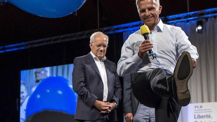 Gute Miene zum schwierigen Spiel: Die beiden freisinnigen Bundesräte Schneider-Ammann und Burkhalter (r.) an einem Wahlanlass im Herbst.
