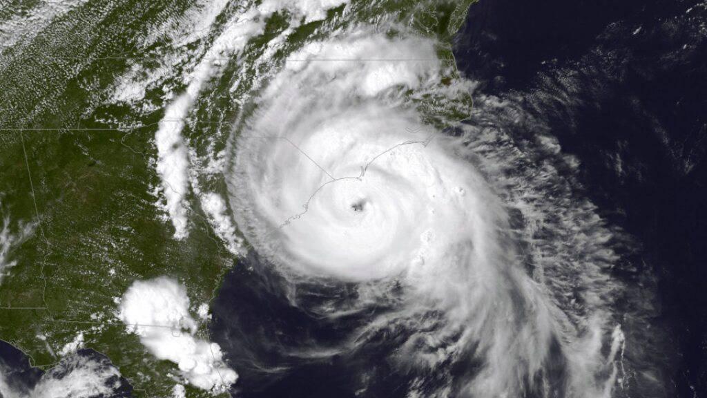Mit einer Drohne haben amerikanische Wissenschaftler das Innerste eines Hurrikans erforscht. (Archivbild)