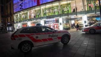 Der Messerangriff geschah im Kaufhaus Manor an der Piazza Dante in Lugano.