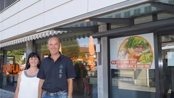 Susanne Hauert und Antonio Fersini führen den Dorfladen von Hermetschwil-Staffeln. Ihre Angestellten wurden am Sonntag von Räubern überfallen