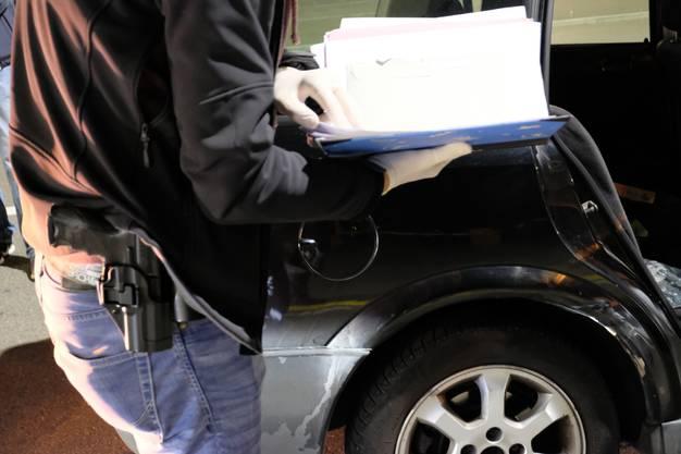 Auch auf Beizentour in Zivil ist die Stadtpolizei Dietikon bewaffnet. Denn jederzeit kann über Funk ein Alarm eintreffen.