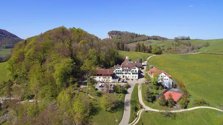 Derzeit befindet sich im Gebäude rechts vom Restaurant Froburg die Fachschule für Sozialpädagogik.