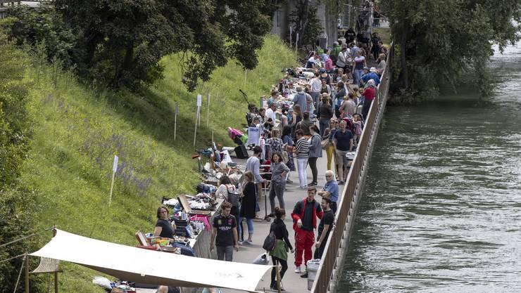 Ländiweg-Fest Olten 2019: Auf dem schmalen Weg zwischen der Bahnhofsterrasse und der Holzbrücke tummelten sich am Samstag die Menschen.