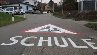 Für die Schulstrasse ging beim Gemeinderat ein Tempo-30-Gesuch ein.