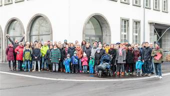 Gut 60 Personen trafen sich zur Manifestation gegen das Referendum und für das Budget 2019.