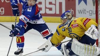 Jan Neuenschwander kann HCD-Goalie Leonardo Genoni beim 4:0-Sieg der ZSC Lions gegen Meister Davos gleich zweimal bezwingen