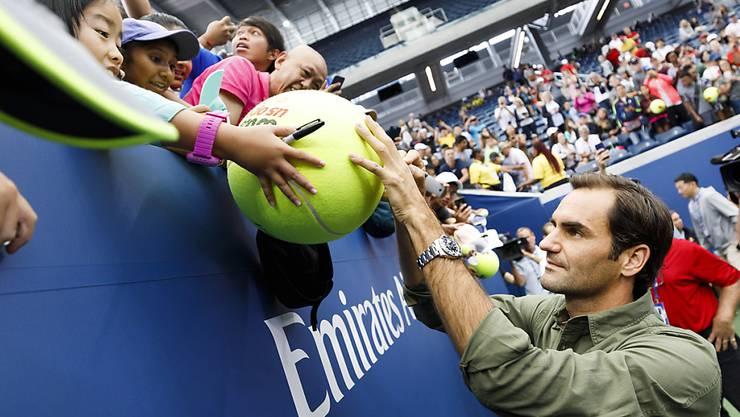 In New York bereits vor dem Start des US Open heiss begehrt: ein Autogramm von Roger Federer