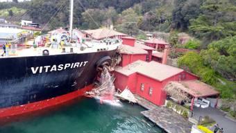 Frachter rammt Villa am Bosporus