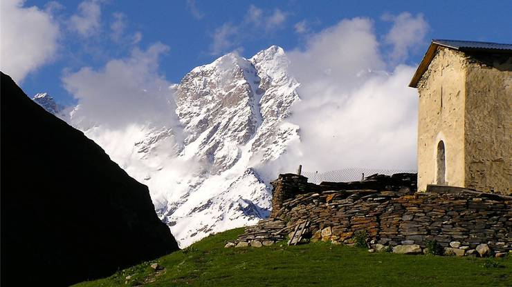Uschguli mit dem 5200 Meter hohen Schchara, dem höchsten Berg Georgiens.