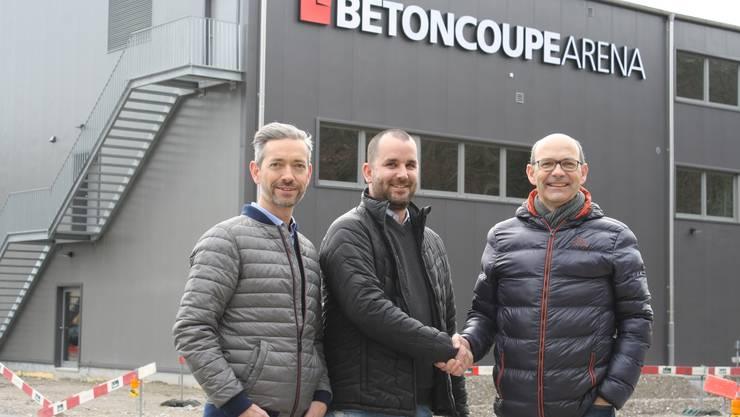 Die Verwaltungsräte der BaS-Immobilien Beat Keller (l.) und Urs Fäs (r.) mit dem Arena-Geschäftsführer Beno Meier.