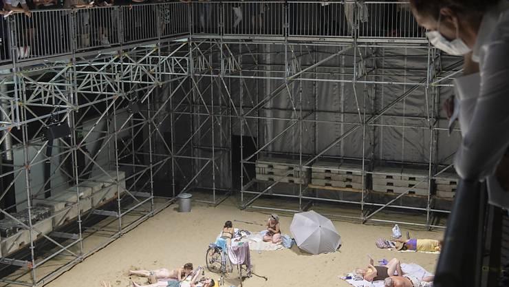 Zürcher Kulturschaffende - im Bild eine Aufführung am diesjährigen Theaterspektakel - haben ihre Ersparnisse bereits in der ersten Corona-Welle aufgebraucht.