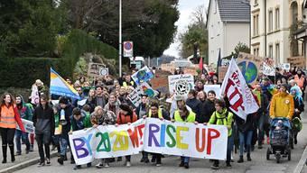 Gut 200 Demonstrationsteilnehmende marschierten am Samstag für mehr Klimagerechtigkeit auf dem Globus durch die Strassen.