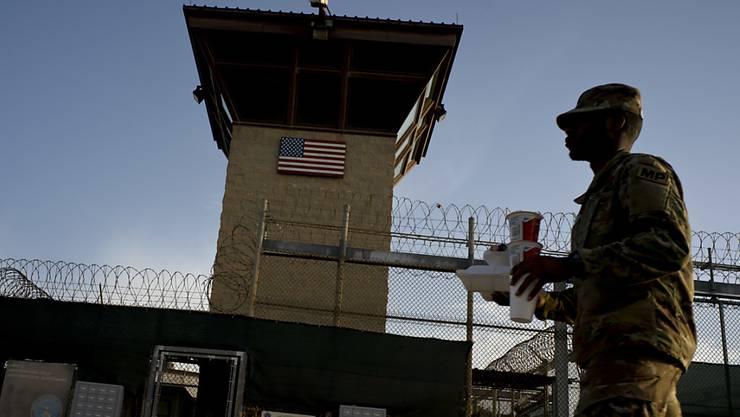 """Das US-Gefangenenlager Guantánamo ist nach einer Berechnung der """"New York Times"""" das wohl teuerste Gefängnis der Geschichte. Die Kosten für die Unterbringung der zuletzt 40 Insassen lagen 2018 bei über 540 Millionen US-Dollar. Das entspricht rund 13 Millionen Dollar pro Häftling. (Archivbild)"""