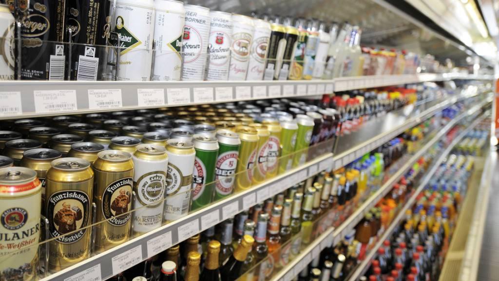 Die volkswirtschaftlichen Folgekosten von Alkoholsucht belaufen sich in der Schweiz auf 2,8 Milliarden Franken im Jahr. (Archivbild)