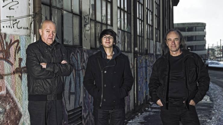 Brugglyn Blue mit (von links) Werner Ammann (Gitarre), Djamal Moumene (Schlagzeug) und Warwick Richard (Bass, Gesang) bringen die CD «52 Minutes» heraus.