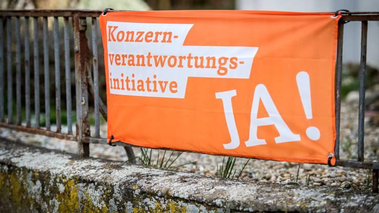 Ein Plakat der Befürworter der Konzernverantwortungsinitiative. Die EVP hat sich für die Initiative ausgesprochen.