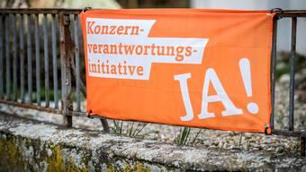 Die Flagge der Konzernverantwortungsinitative soll im Bistum Chur nicht an Kirchen angebracht werden (Symbolbild).