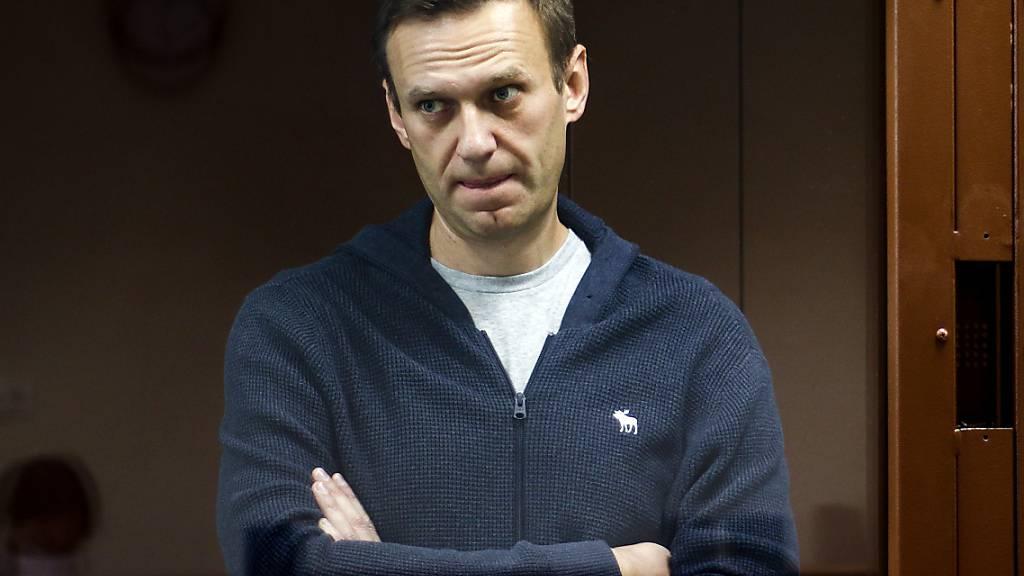 ARCHIV - Der russische Oppositionspolitiker Alexej Nawalny während einer Anhörung. Russland hat die angekündigten neuen Sanktionen des Westens im Fall des vergifteten Kremlgegners als wirkungslos bezeichnet. Foto: -/Babuskinsky District Court/AP/dpa - ACHTUNG: Nur zur redaktionellen Verwendung im Zusammenhang mit der aktuellen Berichterstattung und nur mit vollständiger Nennung des vorstehenden Credits