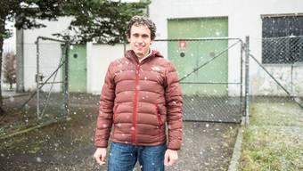 Verbandspräsident Rainer Hug vor dem «Brunnen 11»-Gebäude, in dem die GWUL ihr Wasser hochpumpt